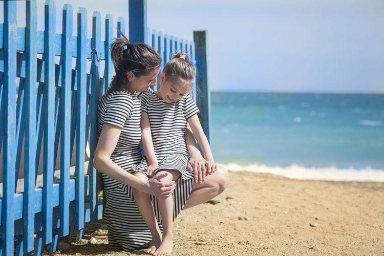 Vestiti a righe in spiaggia