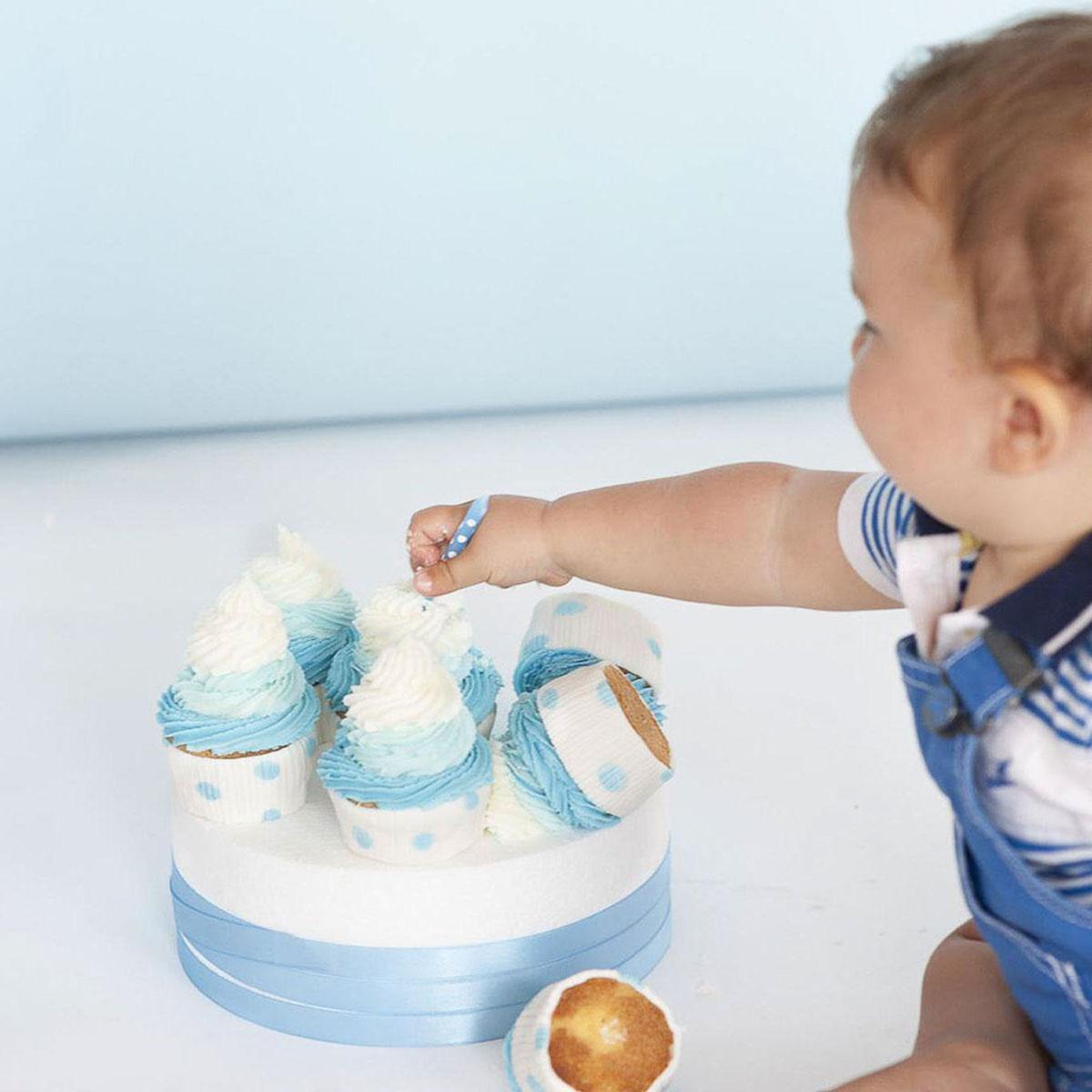 bambino con candela torta